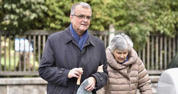 """Přejí Babiš i Kalousek, Den matek slaví i politici. """"Aspoň zavolejte,"""" vzkazuje Hamáček"""