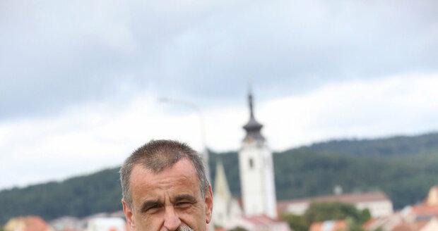 Jízda služebním vozem se Jiřímu Liškovi ošklivě nevyplatila.