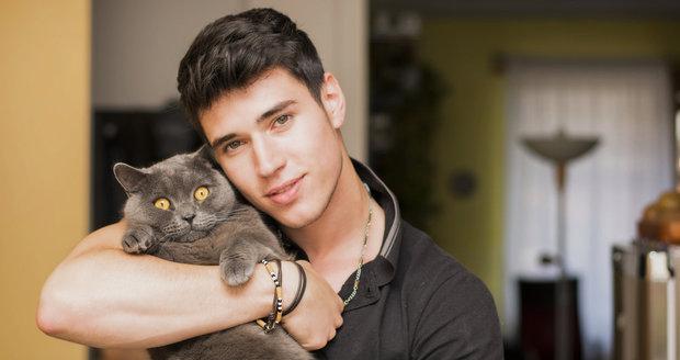 Profily koček nemají o seznámení chtivé ctitele nouzi. Tisíce mužů, slečen i žen s nimi v těchto dnech navazují spojení.