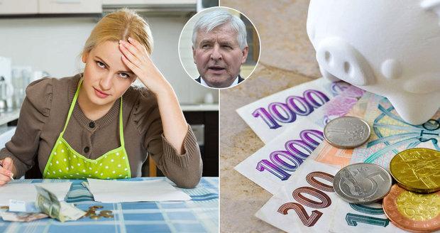 Rusnok hrozí zápornými úroky. Budeme místo zisků za uložené peníze platit?