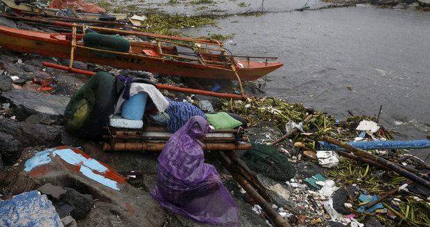 Tajfun Sarika udeřil na Filipínách: Zabil dva lidi, tři další se pohřešují