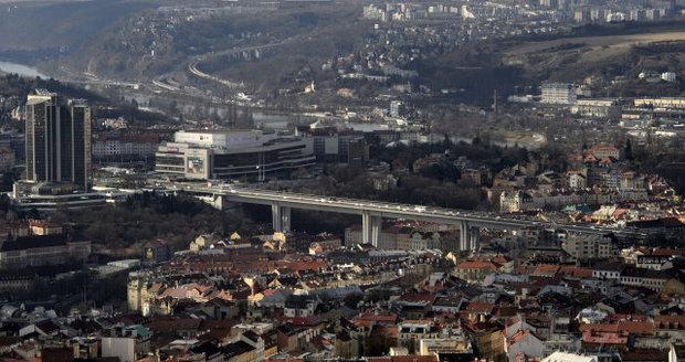 Tichý zabiják: Kvůli znečištěnému ovzduší zemřelo za rok 570 lidí. V Praze je nejvíc prachu v centru u Vltavy