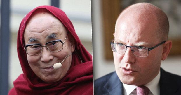 Distanc od dalajlamy a poklonky Číně? Máme na to právo, hájí prohlášení Sobotka