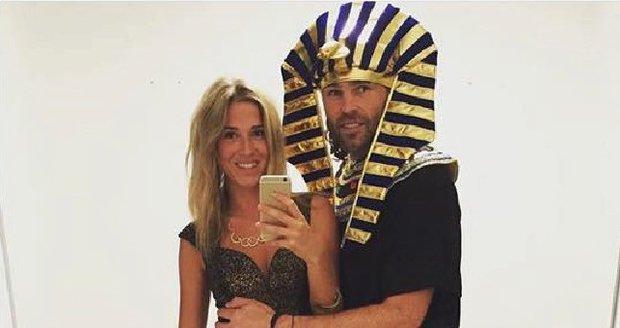 Jágr jako Faraón vytáhl Veroniku na Halloweenskou párty