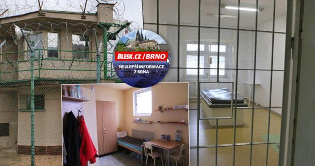 Jak si žijí vězni v Bohunicích? Vydělají si až 9 tisíc – pečou chleba, dělají elektrikáře...