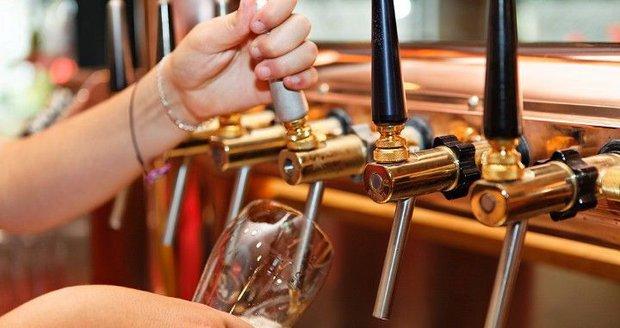 Čechům zdraží pivo, rána pro pivaře přijde už na podzim. Experti řekli důvod