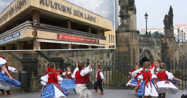 Valášek byl založen 2. září 1976 při Obvodním kulturním domě Prahy 8. Skončí jediný folklorní soubor v městské části?