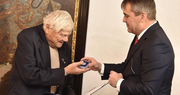 Brady konečně na hradě: Od brněnského primátora převzal pamětní list a minci