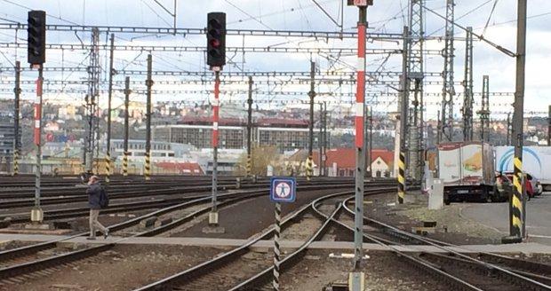 V Kolovratech došlo k tragédii, vlak tam srazil chodce. (Ilustrační foto)