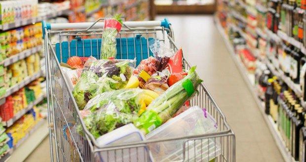 Češi loni více jedli a méně popíjeli. Čeho jsme spořádali 771 kilogramů?
