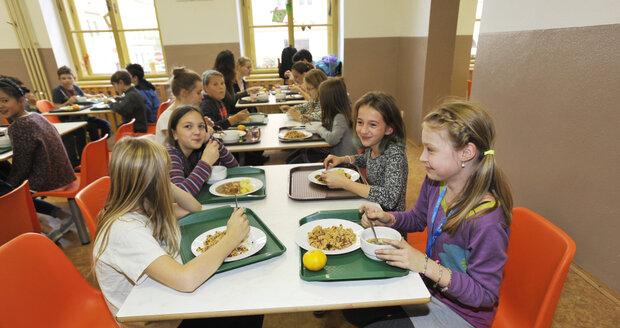 V některých školách si děti budou muset za svůj oběd maličko připlatit. (ilustrační foto)