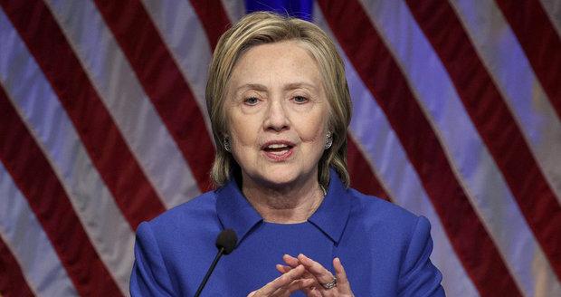 Na počítače týmu Clintonové útočila ruská rozvědka, úřady v USA stíhají 12 lidí