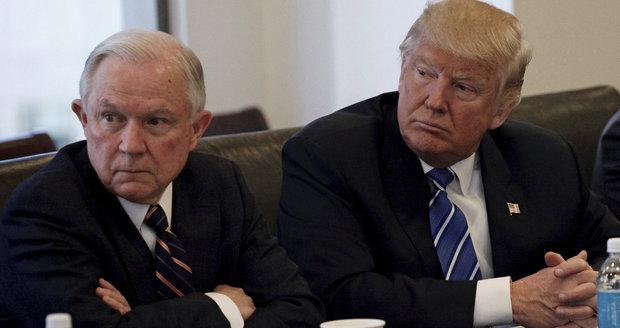 Lhal Trumpův ministr o kontaktech s Rusy? Média ukázala záznam tajných služeb