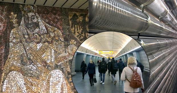 """V metru na Karlově náměstí najdete mozaiku vyobrazující dobu Karla IV. i skleněné válečky, které měly stanici """"zlehčit""""."""