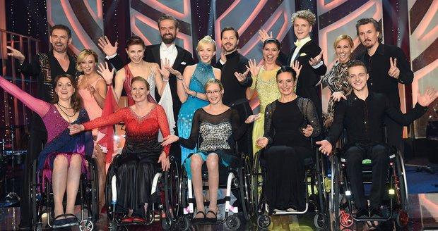 Všichni tanečníci z charitativního večera pro Paraple