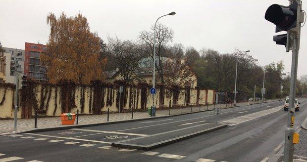 Křižovatka Rokycanovy a Prokopovy ulice na Žižkově je konečně bezpečnější.