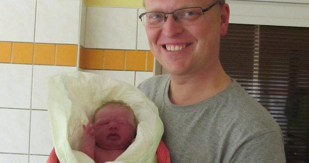 Vicepremiér Bělobrádek má třetí dítě: Blond gang se rozrostl o Marii