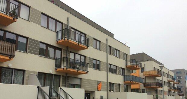 Po projektu Nové Chabry by v Dolních Chabrech mohlo dojít k další bytové výstavbě, místní lidé mají obavy.