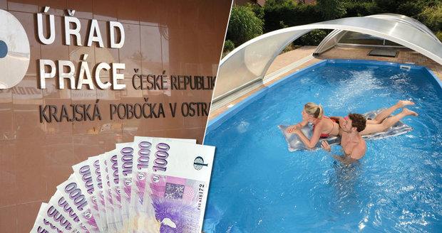 Muž pobíral dávky, koupil si ale bazén. Prozradil ho nedoplatek za vodu