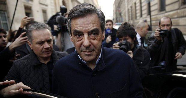 """Souboj """"radikálů"""": Le Penovou vyzve zřejmě Fillon. Chce se sblížit s Putinem"""