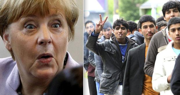 Merkelová deportuje z Německa 100 tisíc uprchlíků. Dostanou letenku i peníze