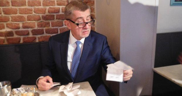 Andrej Babiš vyrazil první den fungování EET na inspekci do pražských kaváren (1.12.2016).