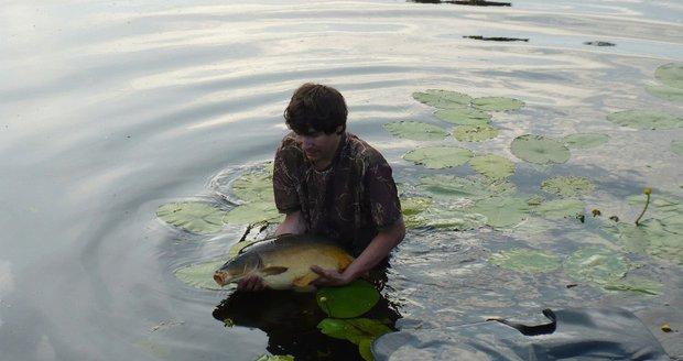 Rybáři loví kapry už v říjnu a listopadu, ti pak musí sportovat na sádkách, aby se zbavili tuku.