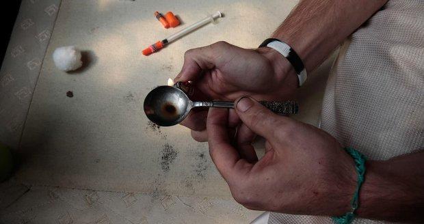 Žena na heroinu zkolabovala.