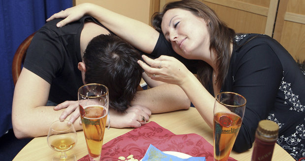 Za alkohol utrácí Češi víc než většina Evropy. 600 tisíc lidí se opíjí každý den