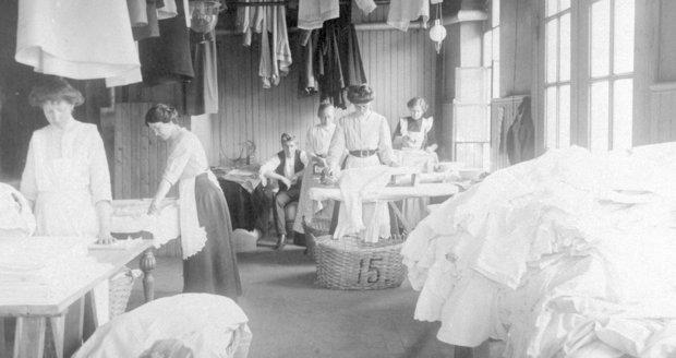 Profesionální prádelna v roce 1910