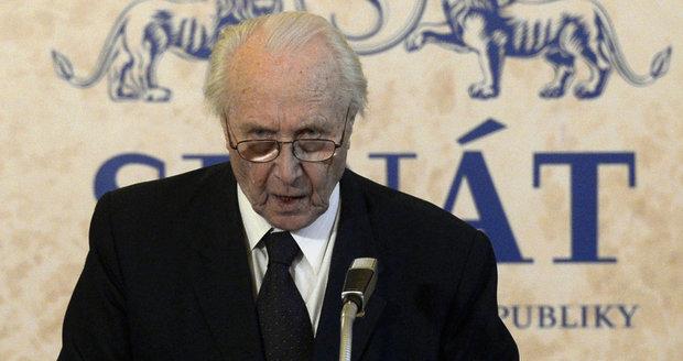 """Už 78 let je členem ČSSD. Jak první """"šéf"""" Senátu hodnotí stranu i Zemana?"""
