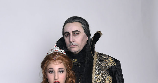 Marián Vojtko s Natálkou Grossovou v Plesu upírů