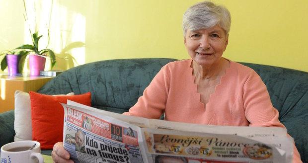 Marie Pojslová se těší, že díky výhodnému předplatnému najde Blesk každé ráno ve schránce.