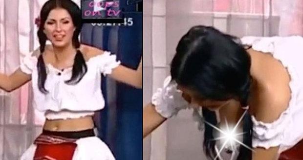 koketování její kundu