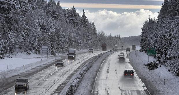 Zima trápí řidiče.
