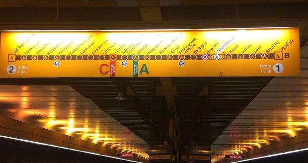 Stanice metra B Jinonice se na víc než půl roku uzavřela.