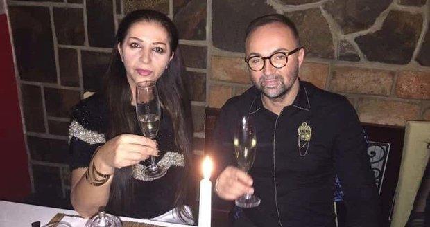 Podnikatelka Nora Mojsejová se vdala za svého kamaráda a bývalého úhlavního nepřítele Versaceho.