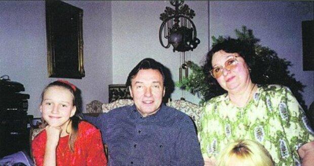 Gott s Antonií, Dominikou a dcerou Lucií v bytě na Vinohradech, kde slavili společné Vánoce