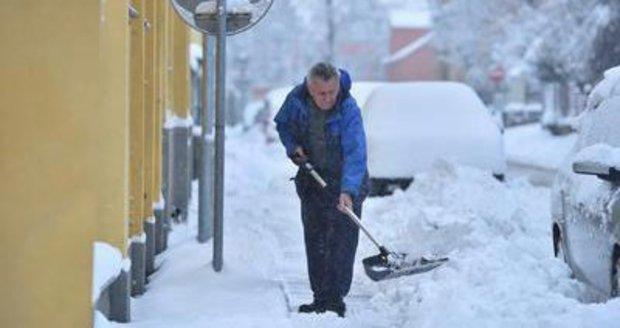 Jablonec nad Nisou vyhlásil dnes ráno kalamitu. Napadlo kolem půl metru sněhu a silničáři nestačí sníh odklízet.