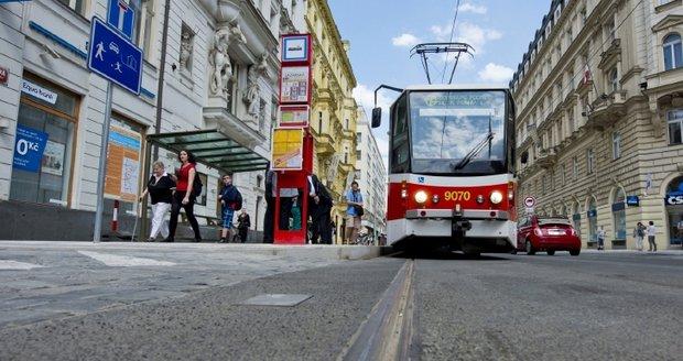Cestující se budou muset připravit na víkendové komplikace v MHD v centru Prahy.