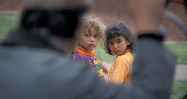 """Dva Němci zneužili v kempu desítky dětí. """"Odporné, zrůdné, odpuzující,"""" řekla soudkyně"""