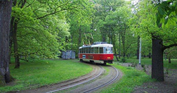 Tramvajové obratiště ve Stromovce budou dva týdny opravovat.