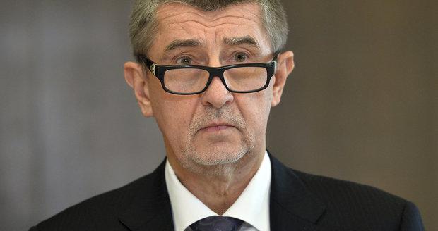 """Ministři """"dlabou"""" na interpelace: Nejhorší docházku má Babiš, Brabec je za šprta"""