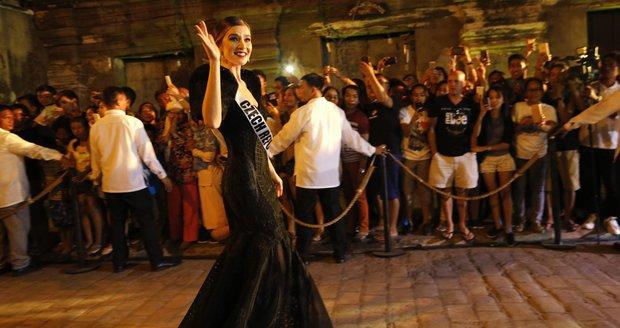 Andrea Bezděková během módní show v hispánské kolonii Vigin