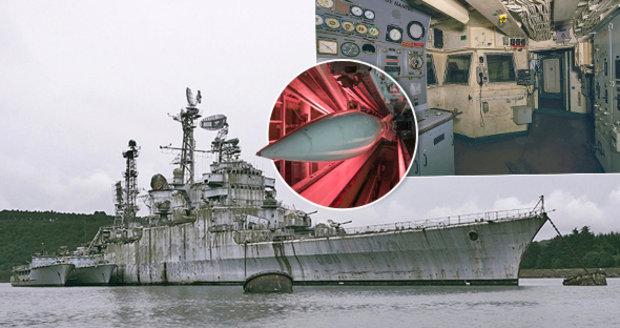 Válečný křižník čeká roky na sešrotování: Na opuštěné lodi zůstaly i rakety!