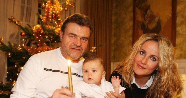 Prosinec 2005 – Karel Svoboda se synem Jakubem a manželkou
