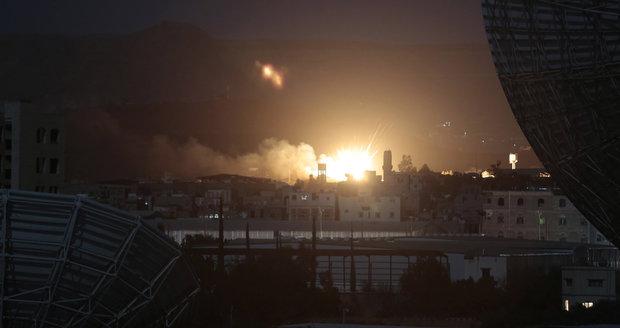 """Trumpovo vojenské """"poprvé"""": Mrtví civilisté včetně dětí a padlý americký voják"""