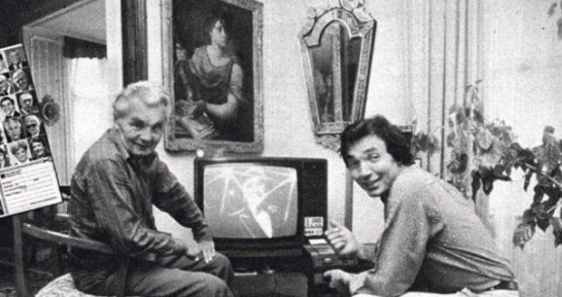 S otcem doma na Bertramce, kde se dívali na Karlův koncert.