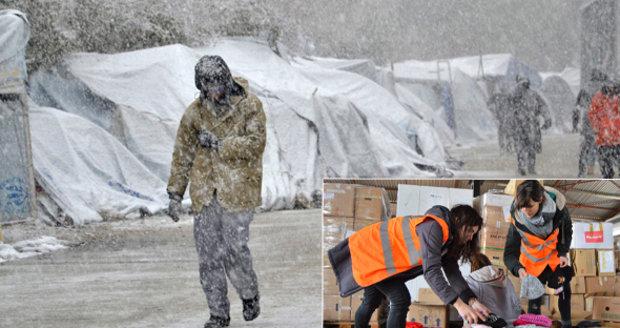 """""""Umírají zimou."""" Jana přivezla uprchlíkům na Lesbos termoprádlo a rukavice"""
