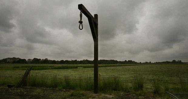 Trest smrti za 3 minuty, oběšení s hlavou v pytli: Co se děje syrským vězňům?